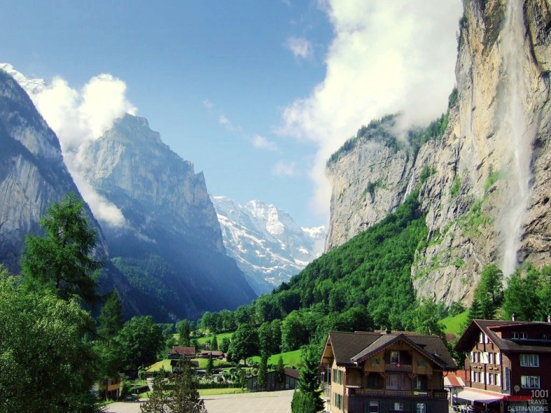 Lauterbrunnen_valley_in_summer-1001-travel-destinations